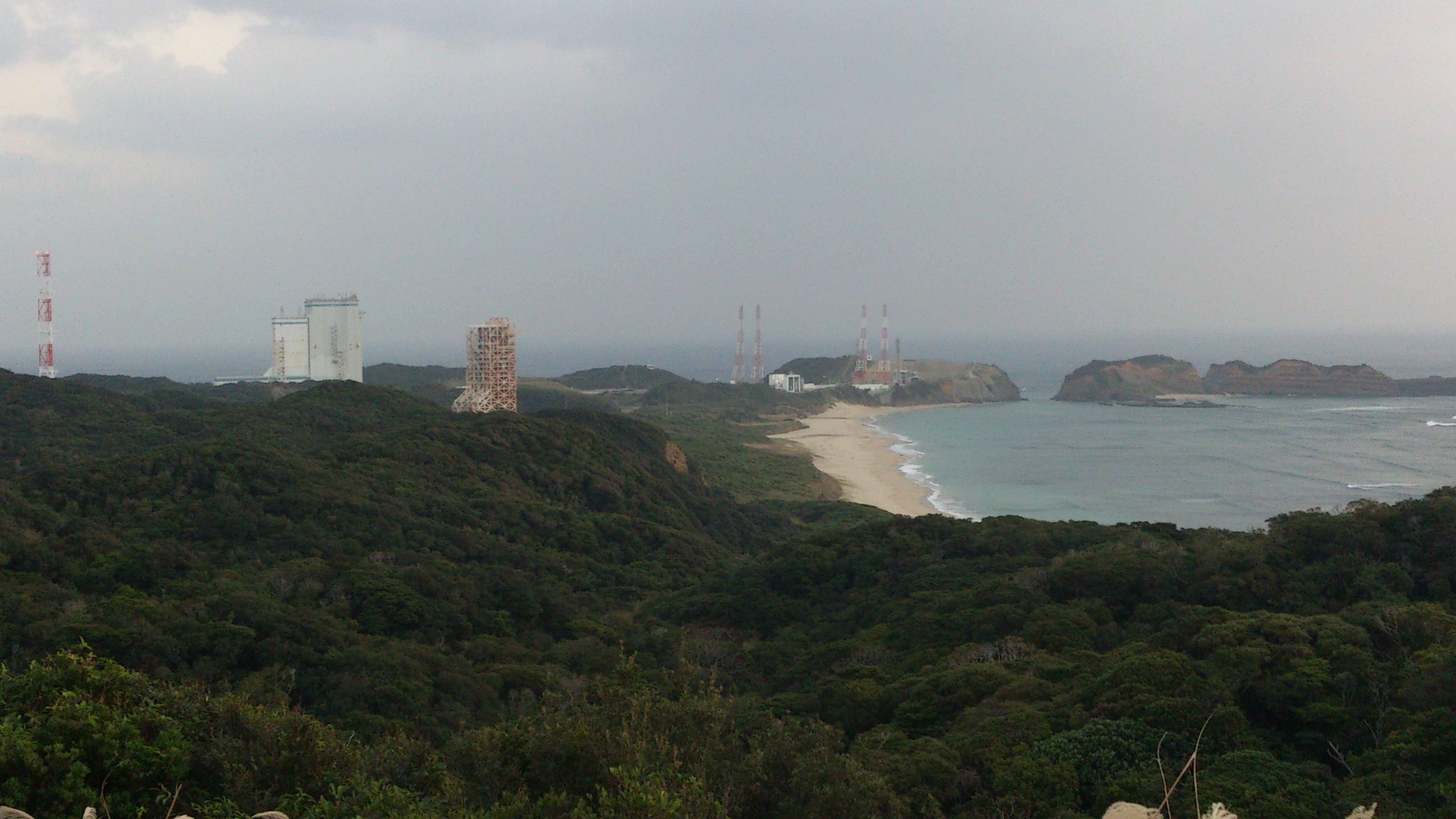 2012年12月。僕は種子島を一人で旅した:発射台をアップで撮影。こういう「自然の中にポツンとある人工物」がえらく好きだ