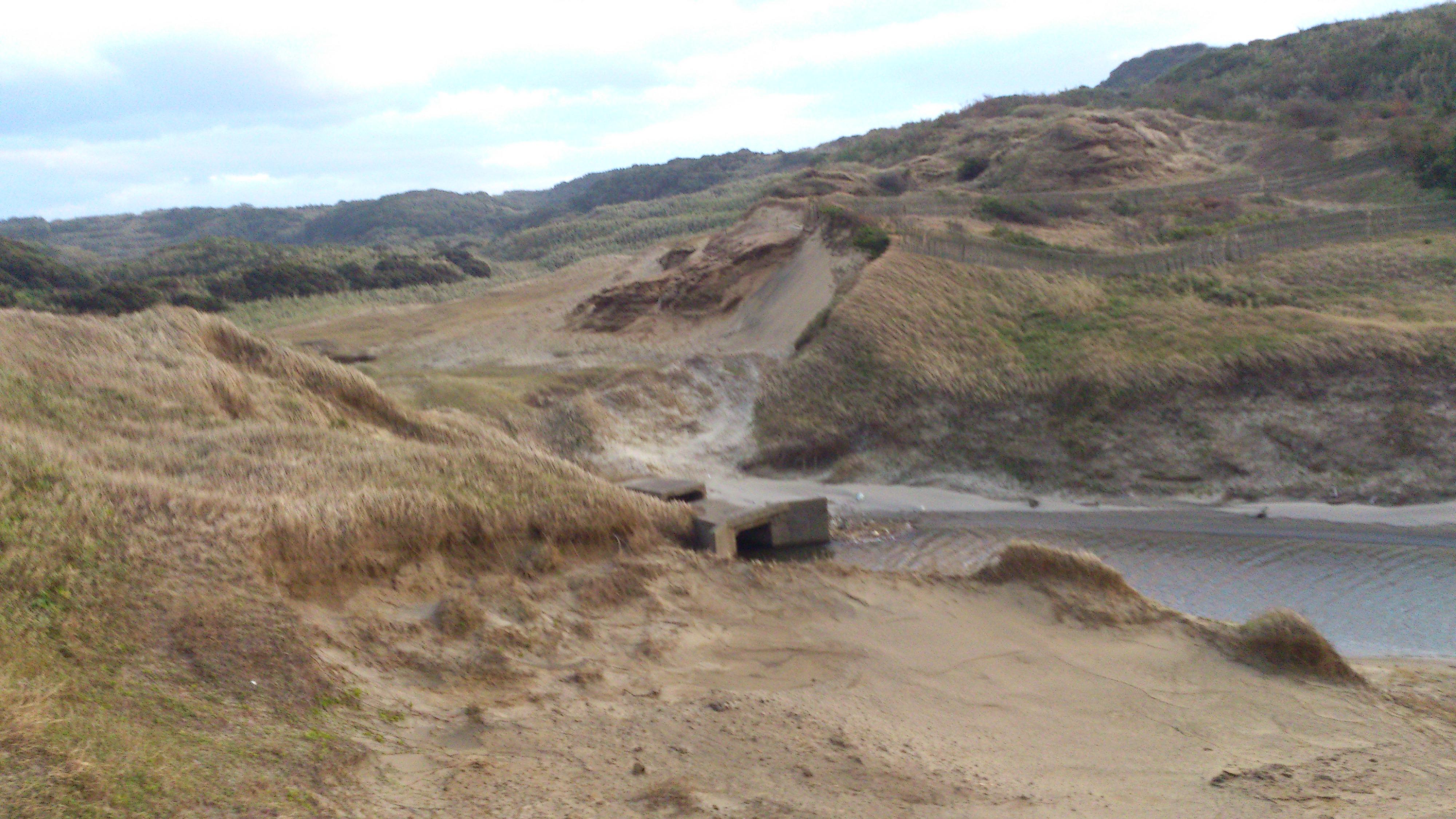 2012年12月。僕は種子島を一人で旅した:海に近づくにつれ「砂漠」のような地形になってる