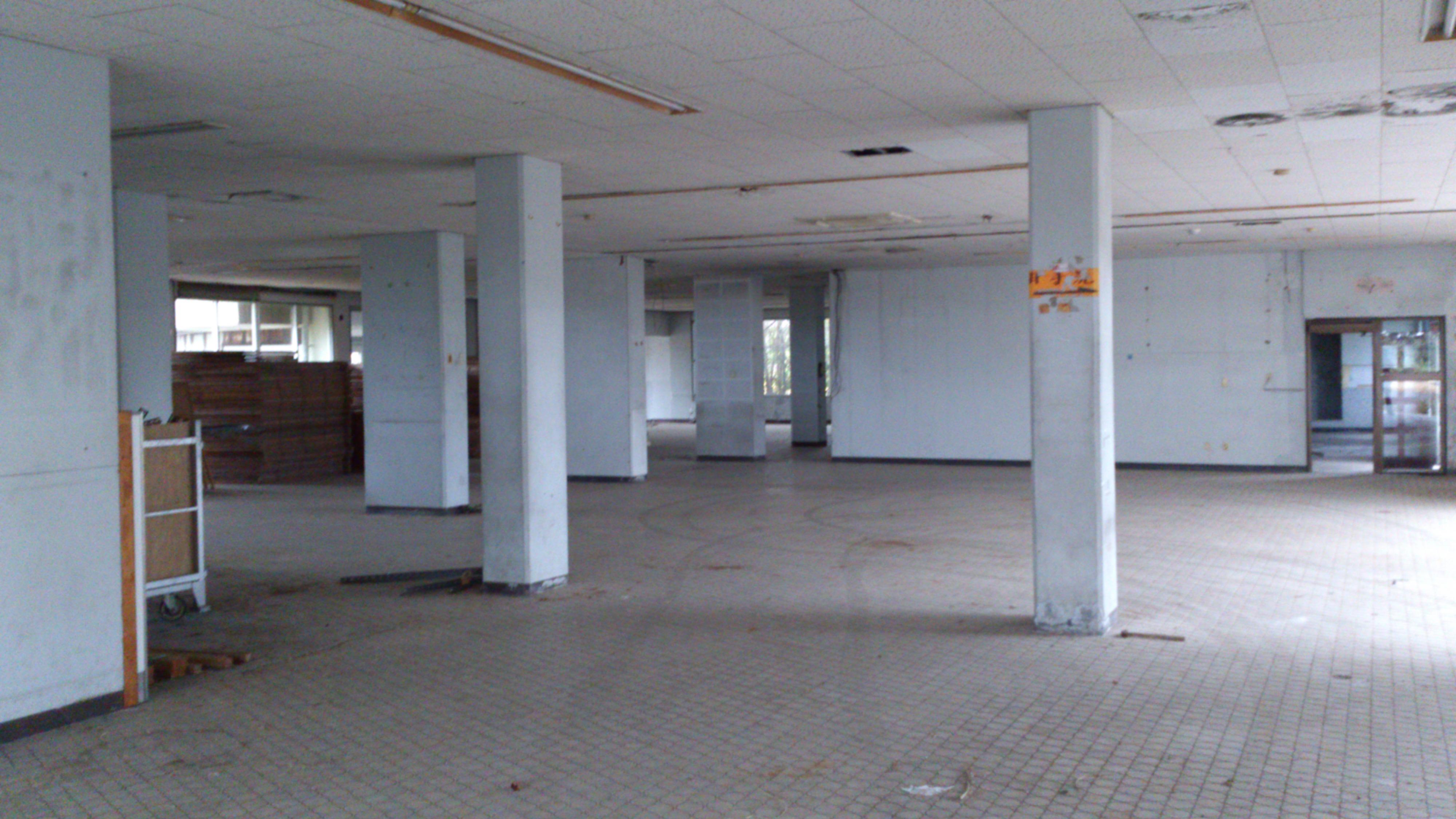 2012年12月。僕は種子島を一人で旅した:廃墟と化した種子島空港の内部