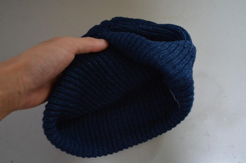 地味め、大きめで冬用っぽいシルエットのメンズサマーニット帽(ネイビー)2
