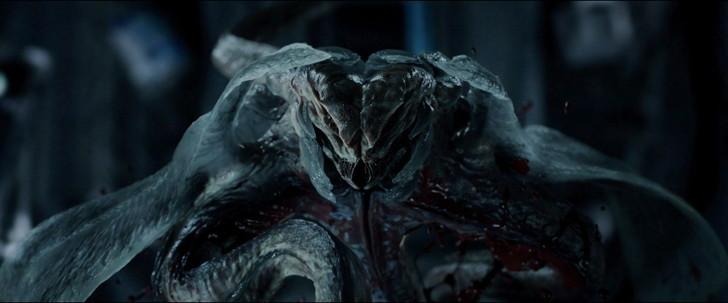 高知能エイリアンとの闘い「ライフ」:完全に化け物と化したカルビン