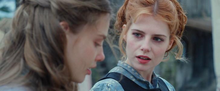 本作は美人が多い:左「フィオン(クリスティン・フロセス)」右「アンドレア(ルーシー・ボーイントン)」