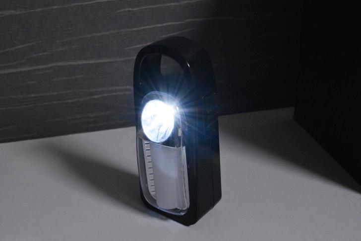 一人暮らしの僕が3年以上愛用し続けてる100均アイテム8選:懐中電灯