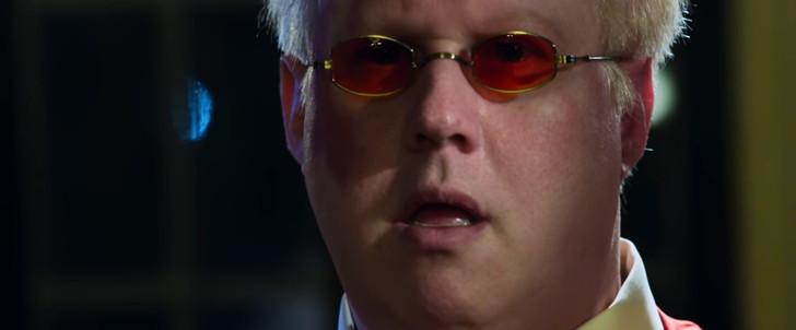【85点】ベテラン殺し屋vs若手刺客集団「ポーラー 狙われた暗殺者」評価と感想【Netflix】:ボス(マット・ルーカス)