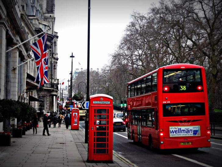 毎朝徒歩通勤してるけど、「バスからの目線」が恥ずかしい