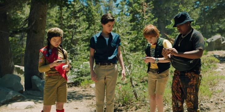 【80点】エイリアンに立ち向かう4人の子供「リム・オブ・ザ・ワールド」評価と感想【Netflix】: 左から「ジェンジェン」「ガブリエル」「アレックス」「ダリウシュ」